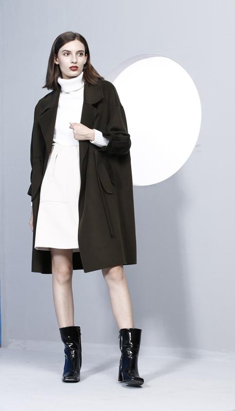 黑色羊绒大衣怎么搭配衣服